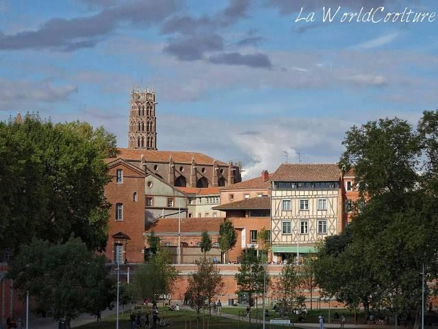 Place de la Daurade depuis Hôtel Dieu Saint Jacques Toulouse France