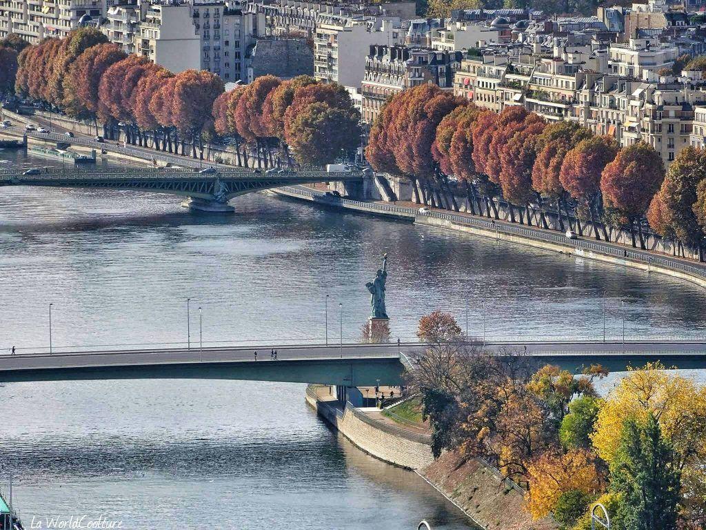 Statue de la Liberté île aux cygnes Paris France