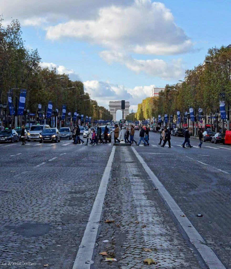 Champs Elysées et Arc de Triomphe Paris France