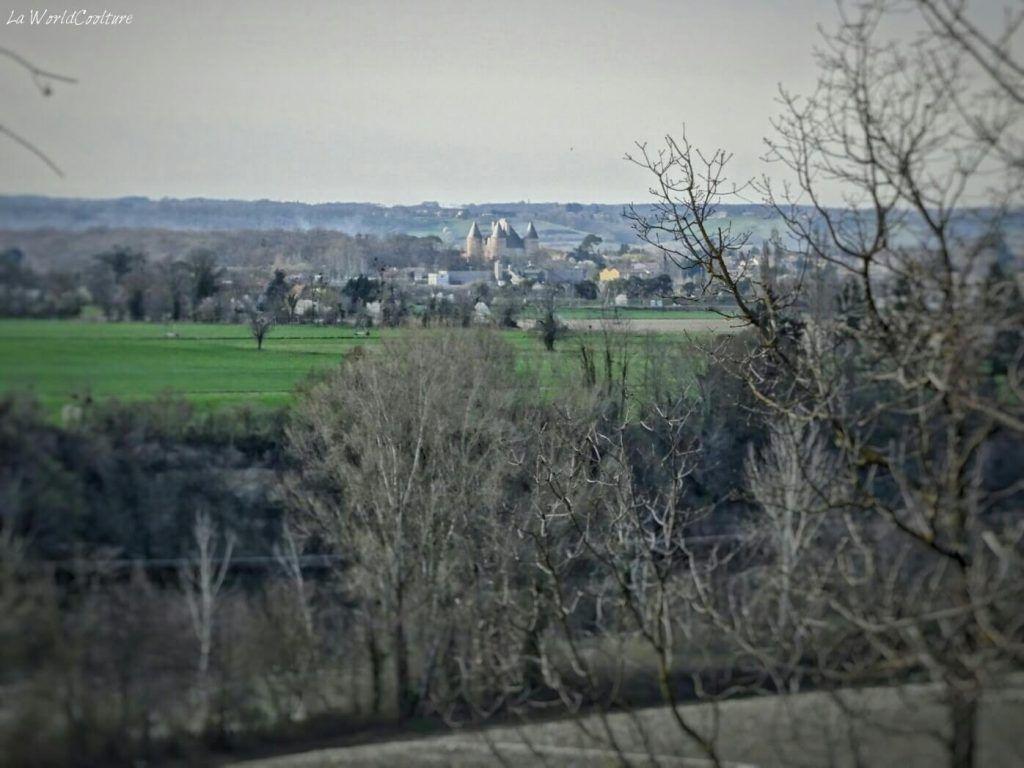 Rieux Volvestre Haute Garonne panorama sur le château de Saint Elix