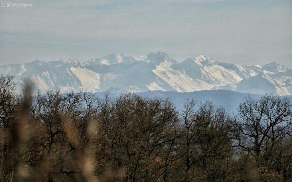 Rieux Volvestre Haute Garonne vue sur les Pyrénées enneigées