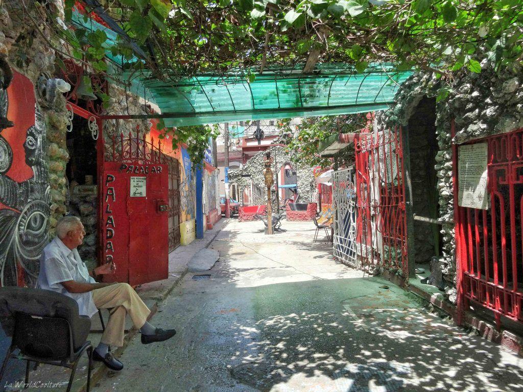 Salvador-callejon-hamel-la-havane-Cuba