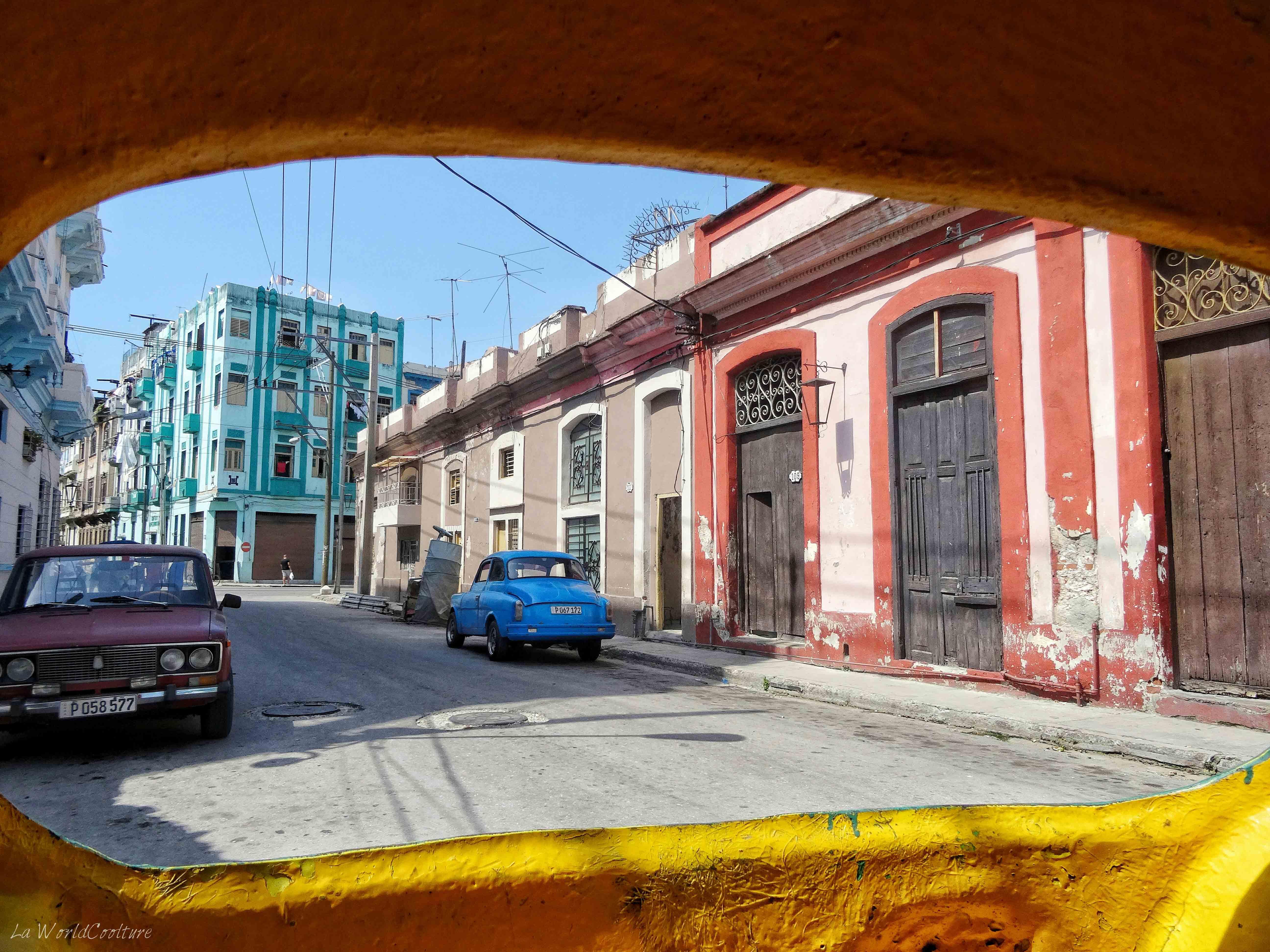 callejon-hamel-coco-taxi-la-havane-cuba