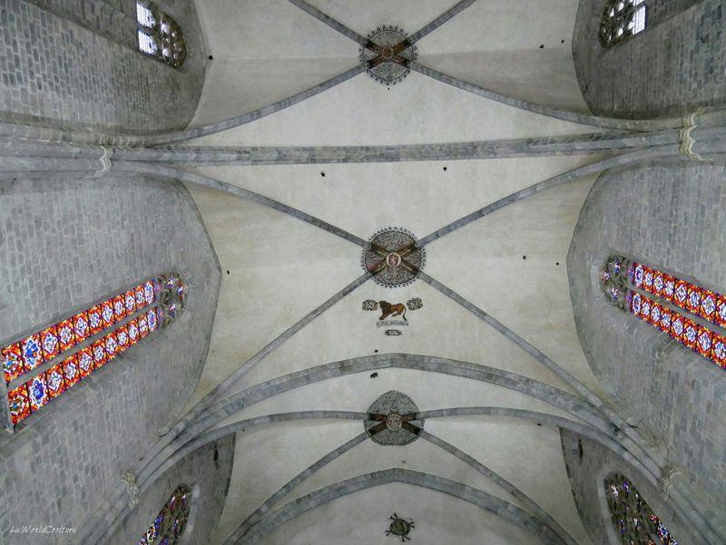 insolite-intérieur-cathédrale-saint-bertrand-comminges-haute-garonne