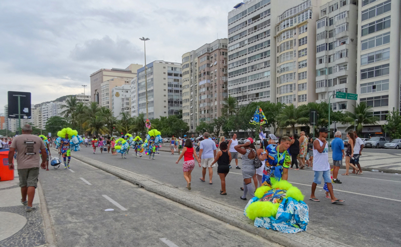 carnaval-rue-rio-janeiro-copacabana-bresil