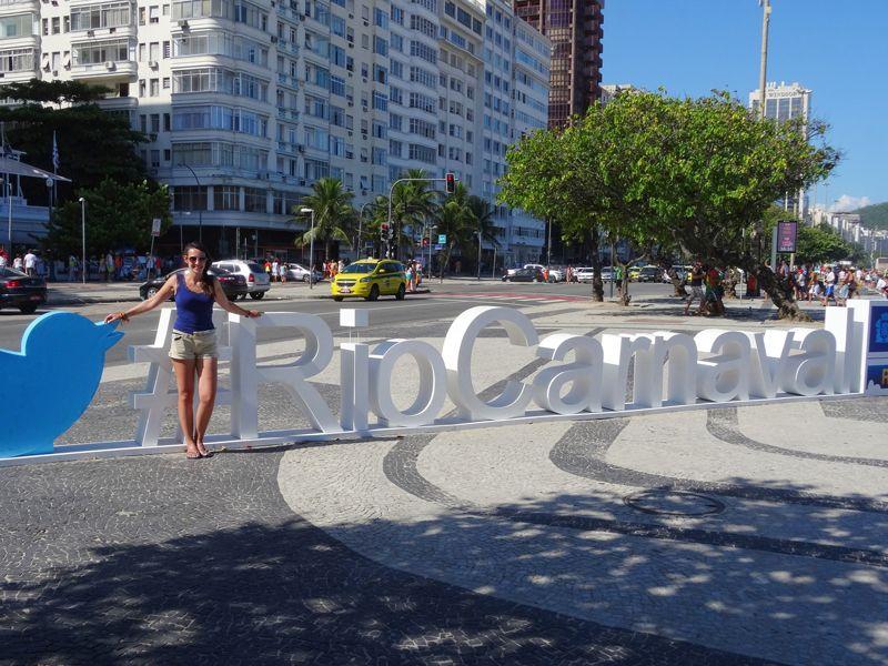 rio-carnaval-copacabana-statue-souvenir