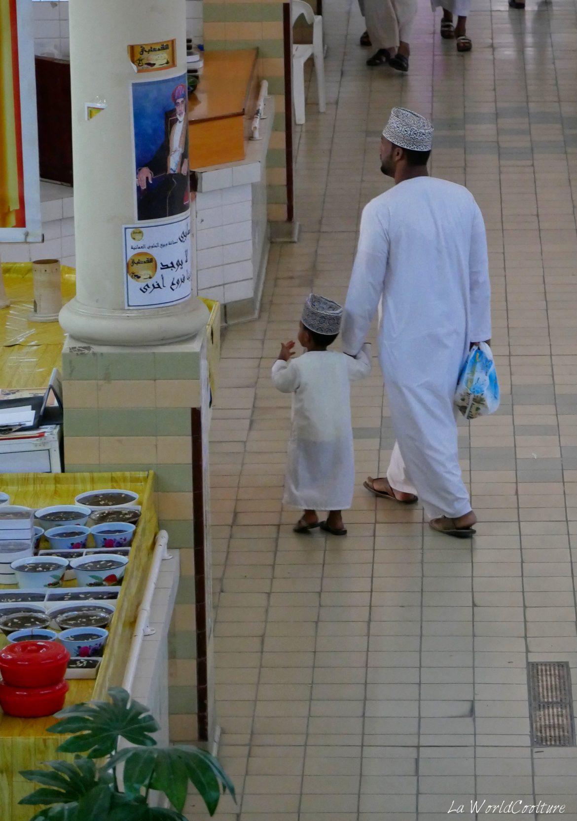 vêtements-traditionnels-hommes-Oman