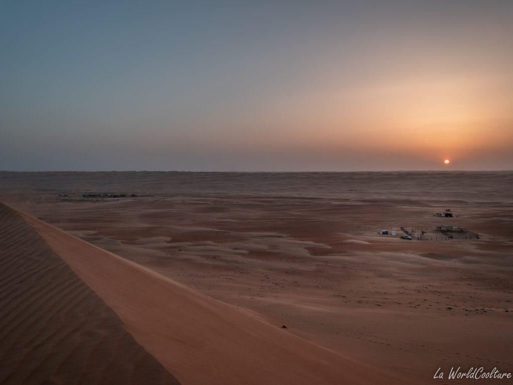 quelles activités pratiquer lors d'une nuit dans le désert de Wahiba Sands ?