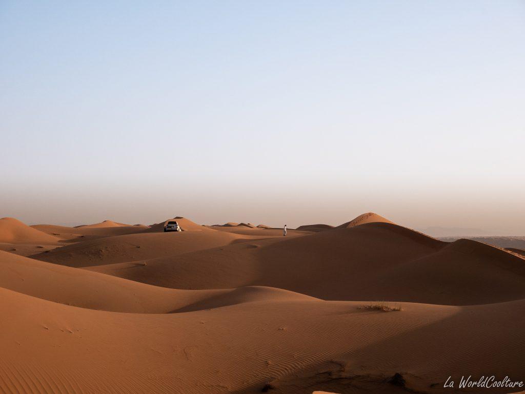 sports mécaniques dans le désert de Wahiba Sands à Oman