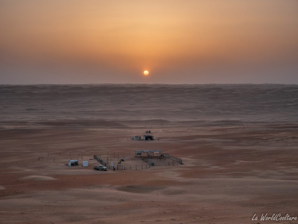 photographier le soleil couchant dans le désert de Wahiba Sands à Oman