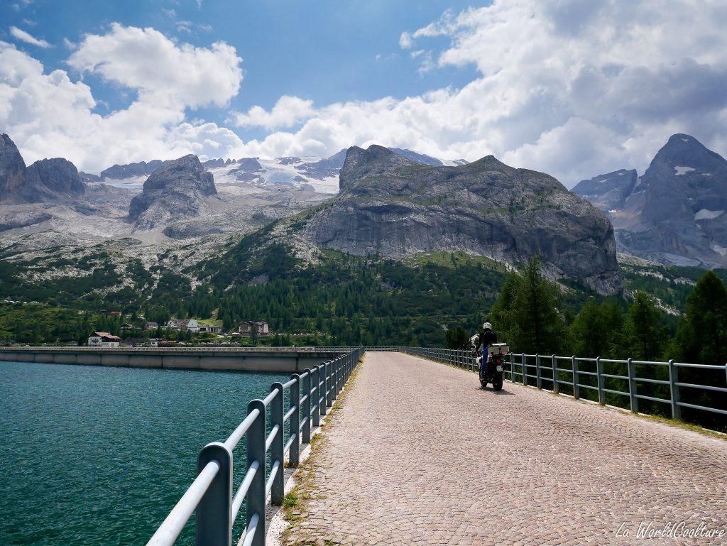 Se balader au lago di Fedaia dans les Dolomites