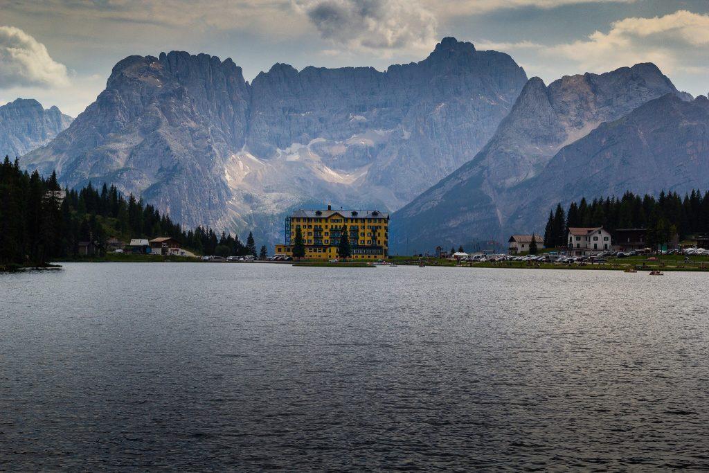 Quels sont les lacs où se balader dans les Dolomites ?