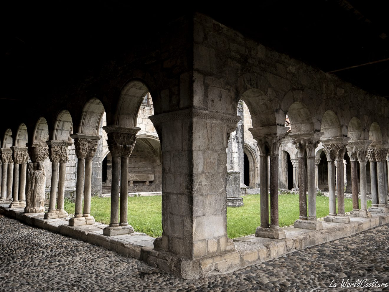 Visiter le cloître de Saint-Bertrand-de-Comminges
