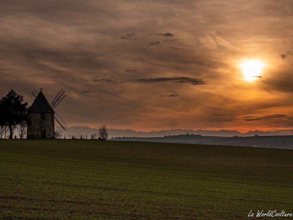 beau spot de coucher de soleil en Haute-Garonne Saint-Sulpice-sur-Lèze