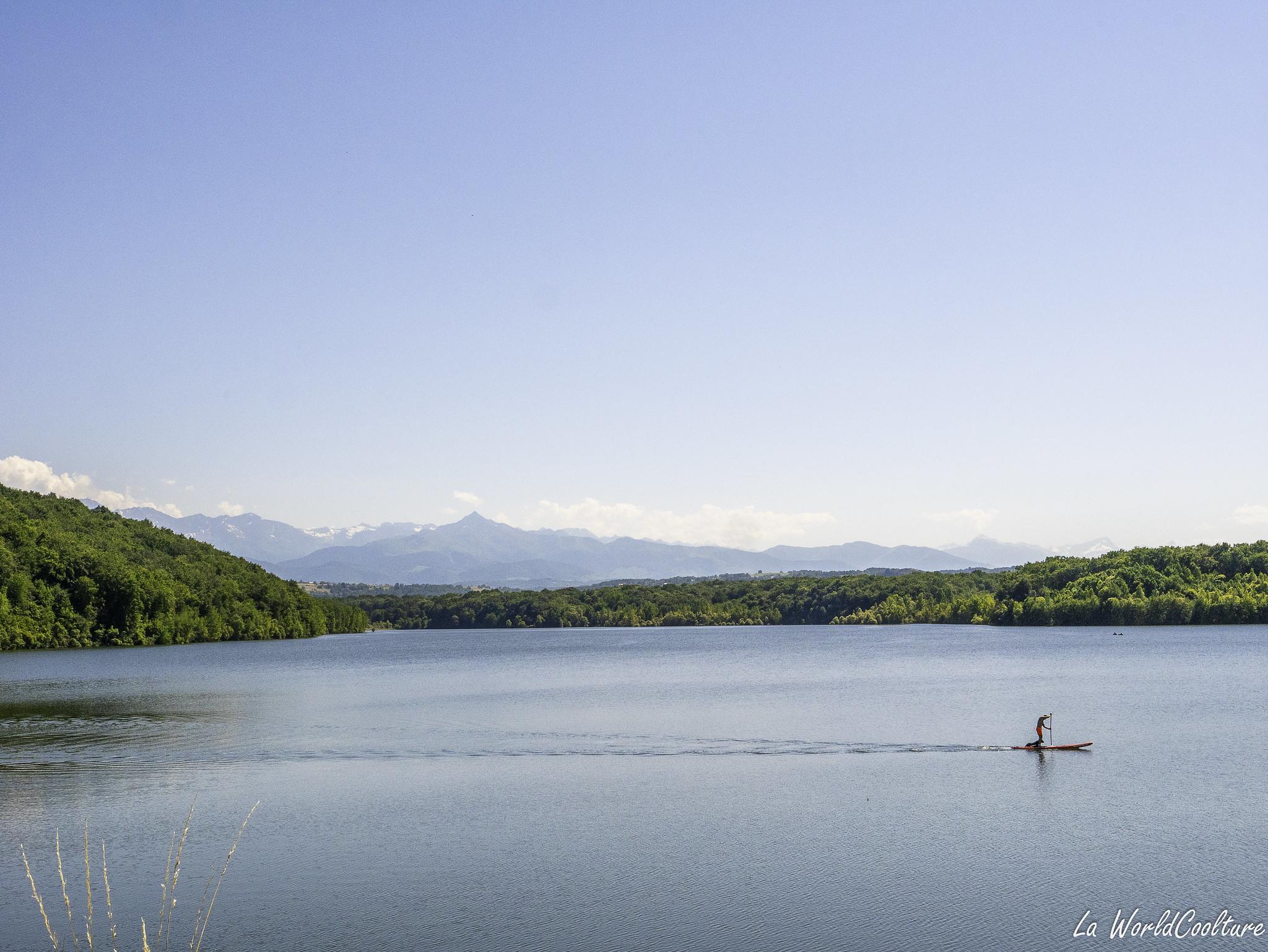 Lac de Larré d'Arrêt beau lac près de Tarbes