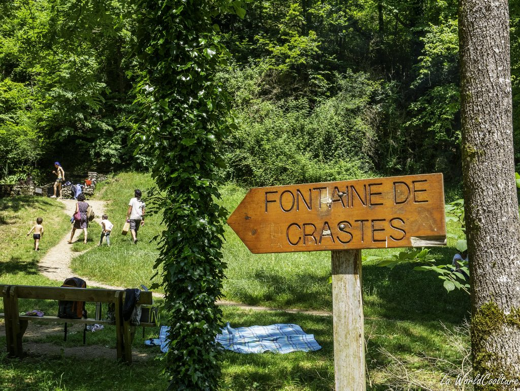 visite insolite Hautes Pyrénées fontaine de Crastes